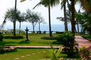 The grounds at SeaShore Beach Resort.
